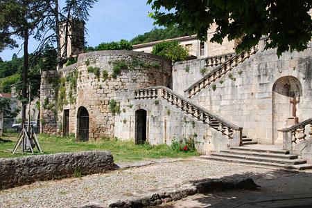 Largentière : le château, escalier extérieur