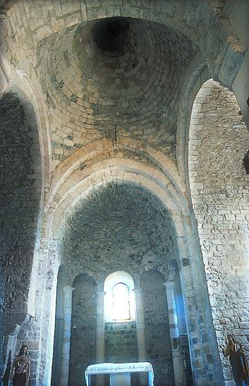 Église Saint-Thomas - L'abside et la coupole sur la croisée du transept